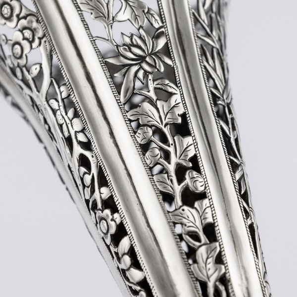 ANTIQUE 19thC CHINESE EXPORT SOLID SILVER DRAGON EPERGNE, HUNG CHONG & CO c.1890 - image 9