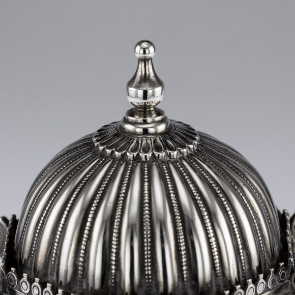 ANTIQUE 20thC INDIAN SOLID SILVER TEMPLE SHAPED TEA CADDY, OOMERSI MAWJI c.1920 - image 7