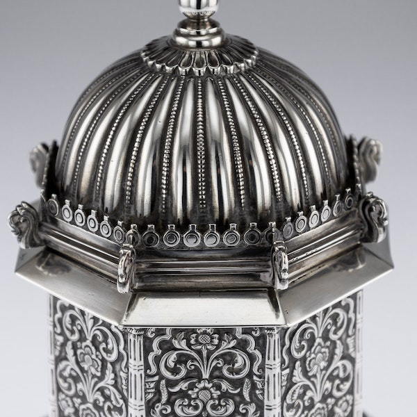ANTIQUE 20thC INDIAN SOLID SILVER TEMPLE SHAPED TEA CADDY, OOMERSI MAWJI c.1920 - image 9