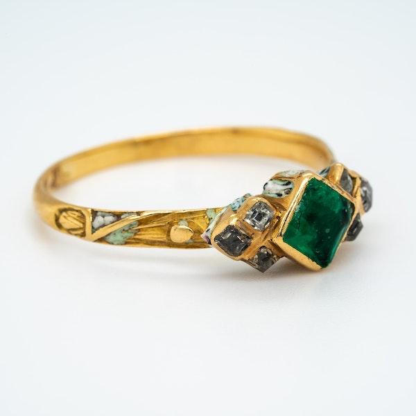 Emerald diamond white enamel 17th century ring - image 2