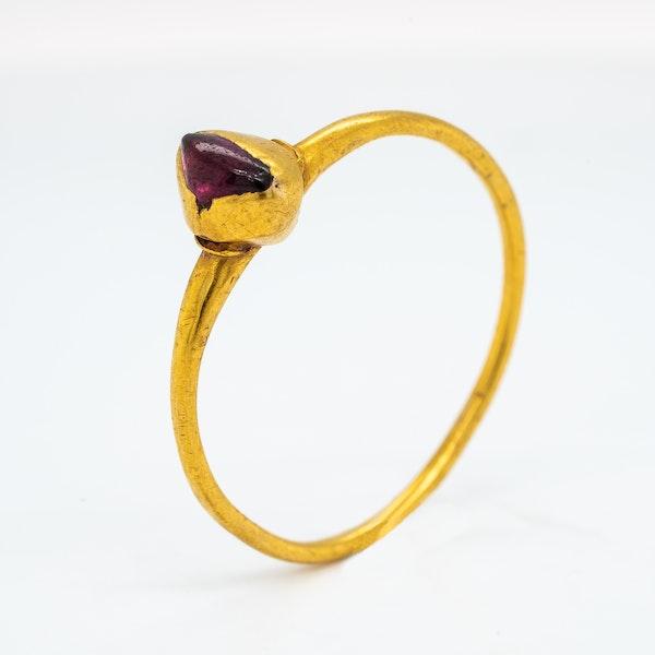 Medieval garnet ring - image 3