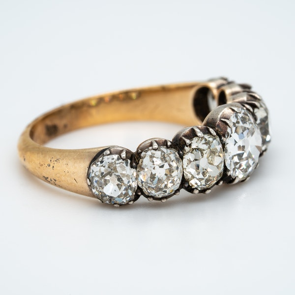 Early Victorian seven stone diamond ring - image 2