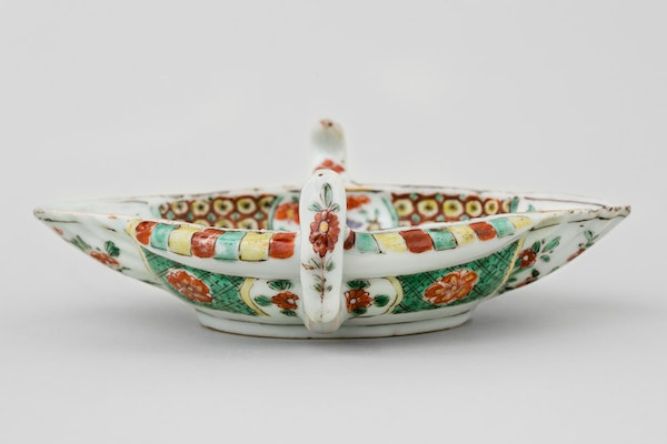 A CHINESE FAMILLE VERTE SAUCE BOAT, KANGXI (1662-1722) - image 3
