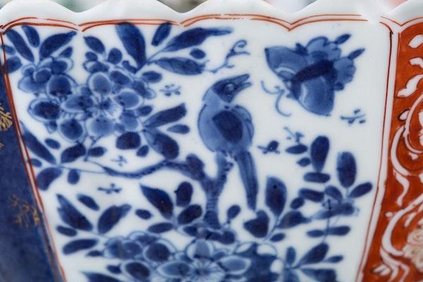A FAMILLE VERTE CHINESE IMARI BOWL, KANGXI (1662-1722) - image 3