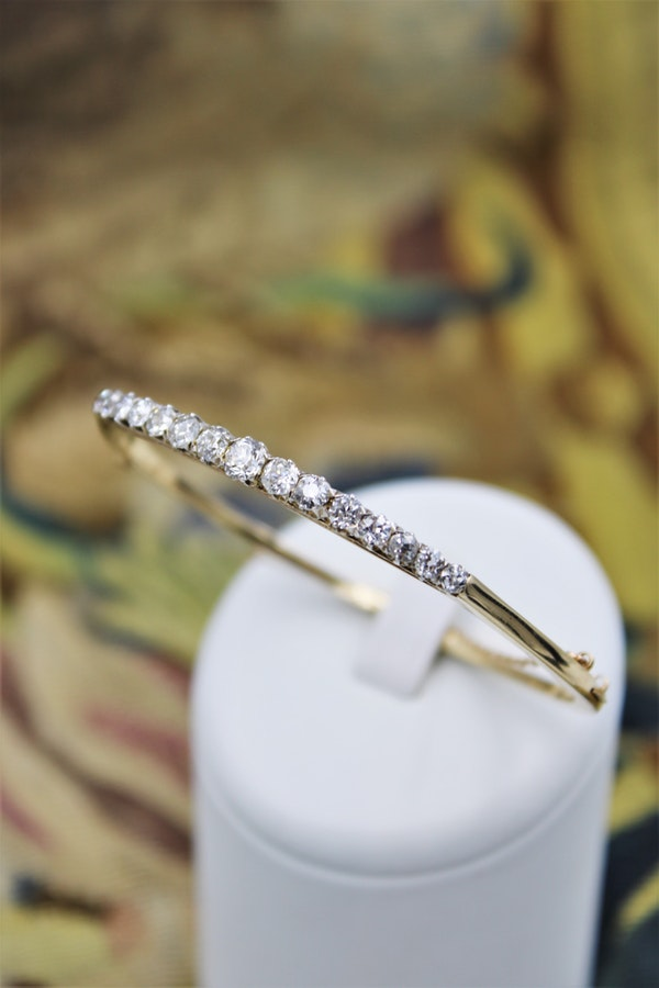 An exceptionally fine Graduated Diamond Bangle mounted in 15ct Yellow Gold (tested), Circa 1890 - 1905. - image 1
