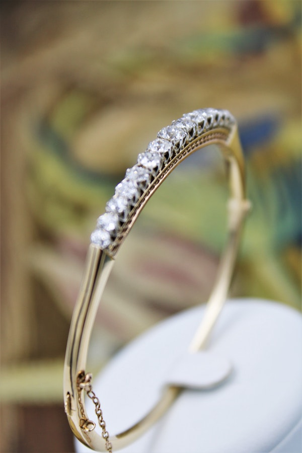 An exceptionally fine Graduated Diamond Bangle mounted in 15ct Yellow Gold (tested), Circa 1890 - 1905. - image 2