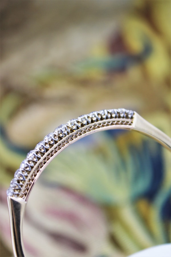 An exceptionally fine Graduated Diamond Bangle mounted in 15ct Yellow Gold (tested), Circa 1890 - 1905. - image 3