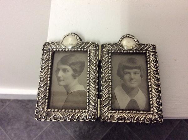 A silver antique double folding frame - image 3
