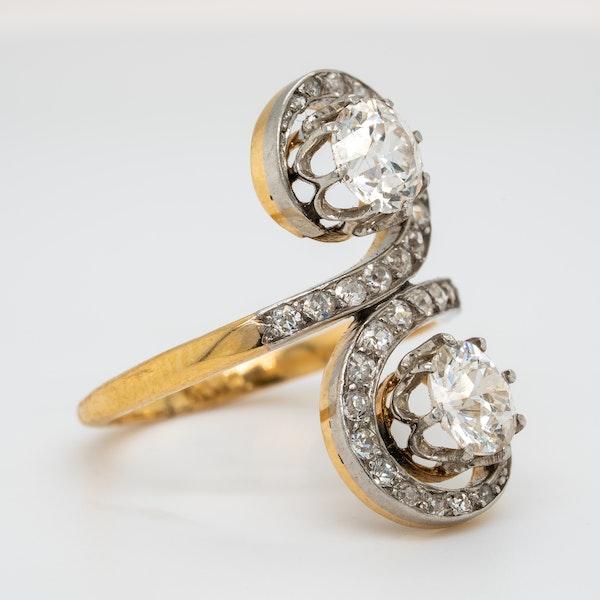 Edwardian Toi et Moi diamond ring - image 2
