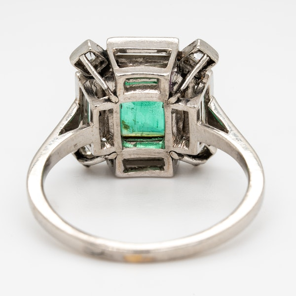 Art Deco emerald and diamond ring - image 4