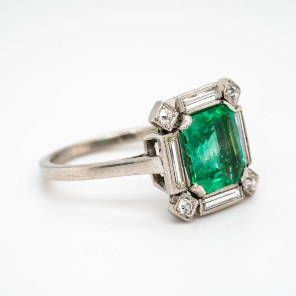 Art Deco emerald and diamond ring - image 2