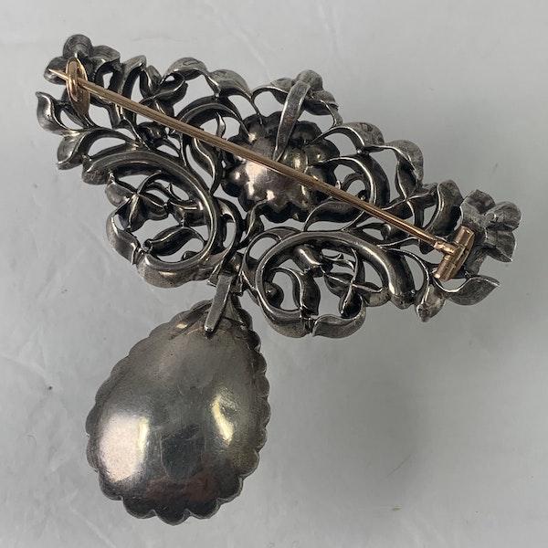 Eighteenth century chrysolite brooch - image 2