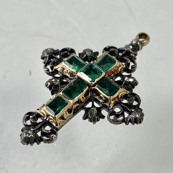 Seventeenth century cross with emeralds - image 2