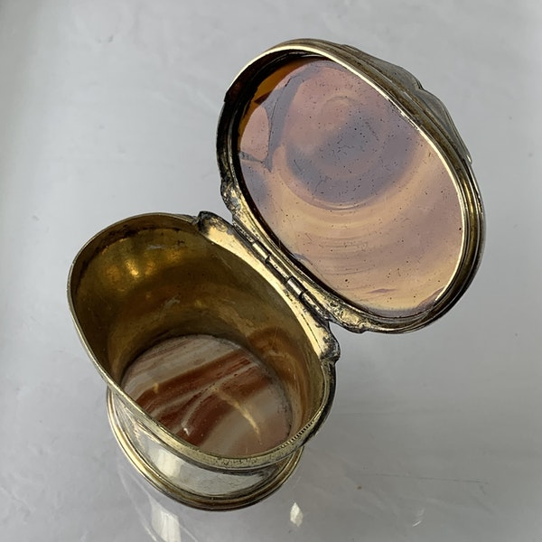 1720 silver and agate snuffbox - image 3