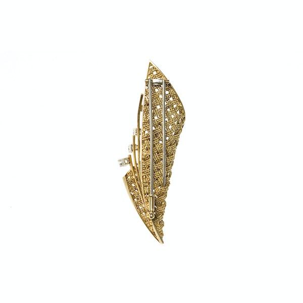 Vintage Brooch of Basket Weave Design in 18 Carat Gold & Diamonds, English circa 1950. - image 3