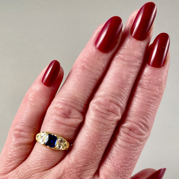 Sapphire Ring in 18ct Gold set with Diamonds date circa1900 SHAPIRO & Co since1979 - image 3