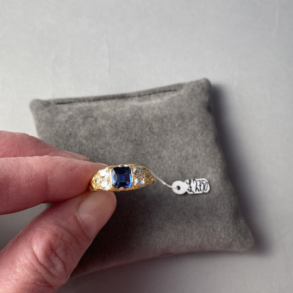 Sapphire Ring in 18ct Gold set with Diamonds date circa1900 SHAPIRO & Co since1979 - image 5