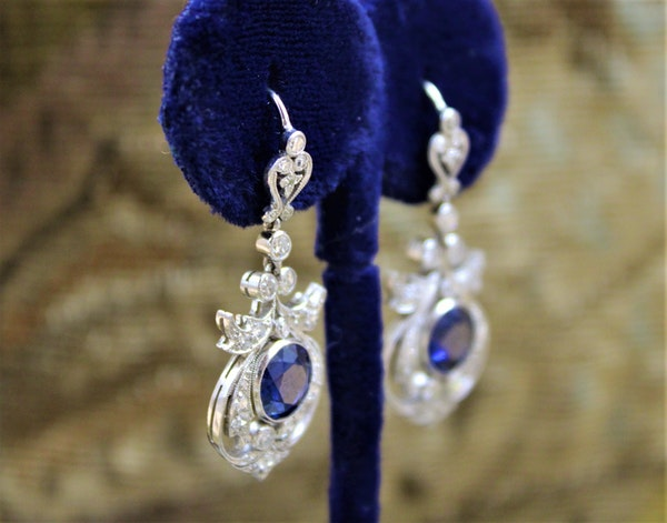 An exceptionally fine pair of Natural Sapphire and Diamond Drop Platinum Earrings, English, Circa 1910. - image 3