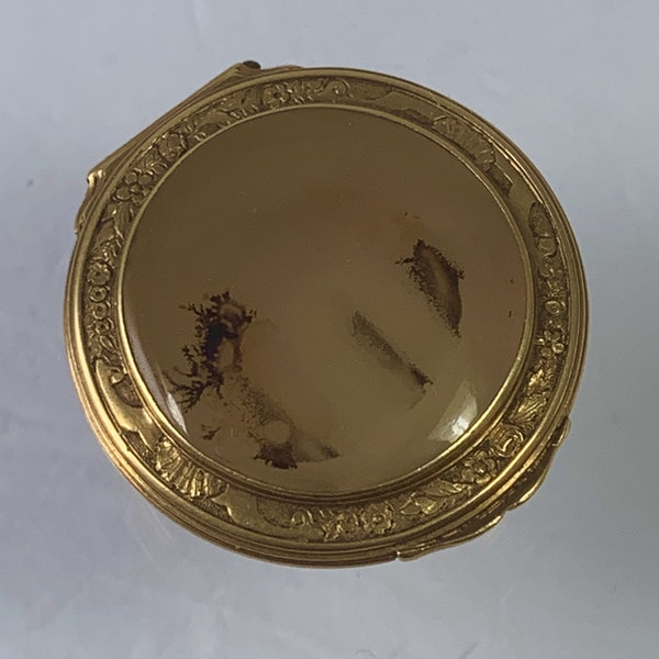 1720 gold and agate snuff box - image 3