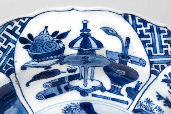 A CHINESE KANGXI BLUE AND WHITE BASIN, KANGXI (1662 – 1722) - image 2