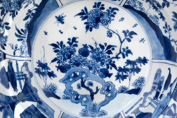 A CHINESE KANGXI BLUE AND WHITE BASIN, KANGXI (1662 – 1722) - image 3