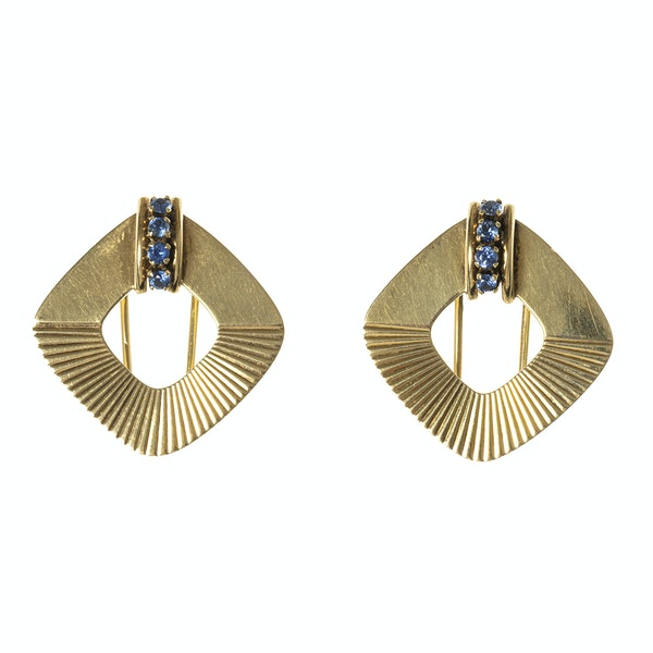 Vintage Tiffany Pair of Clip Brooches in 14 Karat Gold with Sapphires, New York circa 1950. - image 1