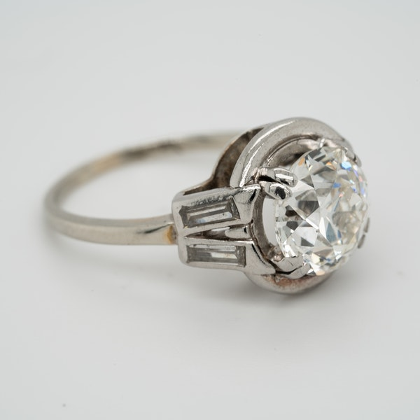 Diamond Art Deco solitaire ring in platinum - image 2