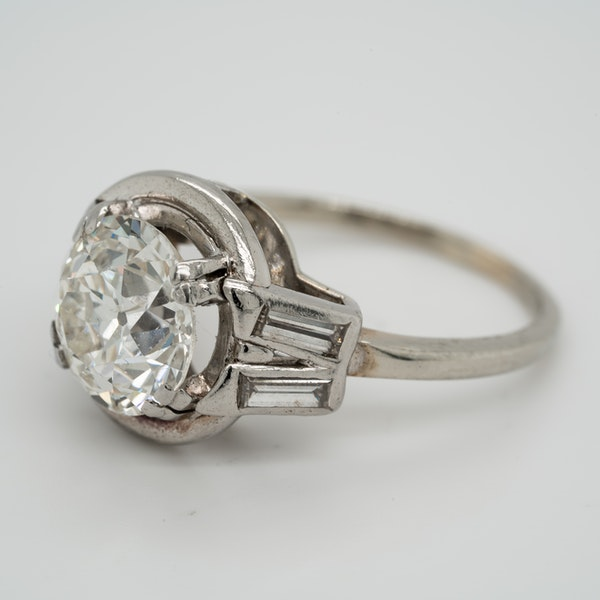 Diamond Art Deco solitaire ring in platinum - image 3