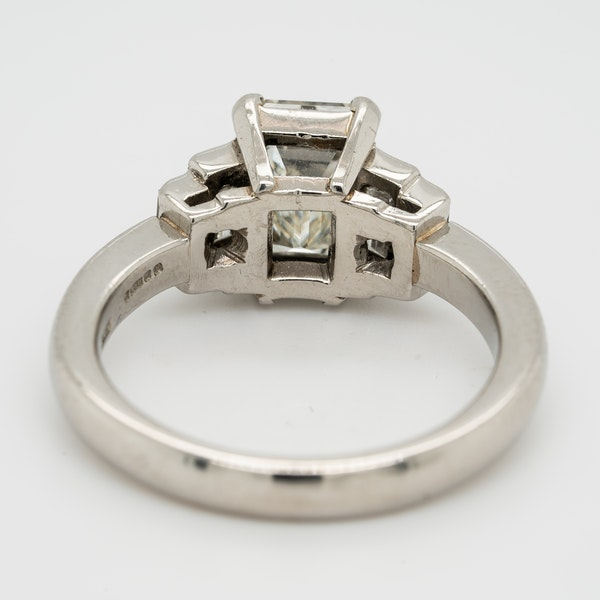 Emerald cut  diamond ring of 2.02 ct  with 3 diamond  baguettes each side - image 4