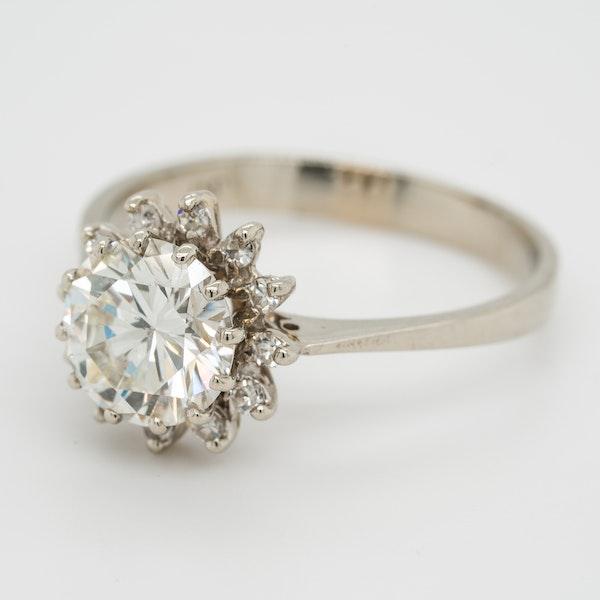 Diamond cluster ring. 1.65 ct est centre diamond - image 2