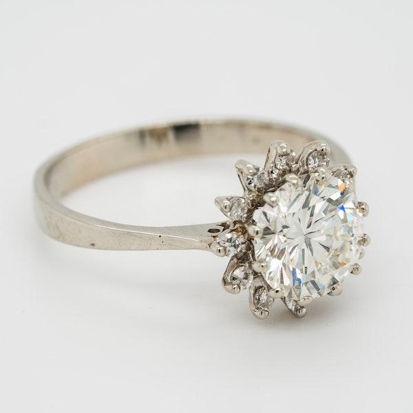 Diamond cluster ring. 1.65 ct est centre diamond - image 3