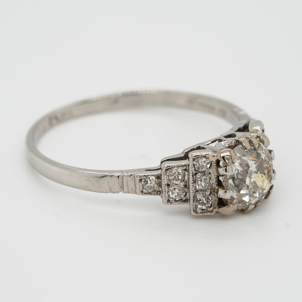 Platinum diamond solitaire ring. 1.15 ct est. centre diamond - image 3