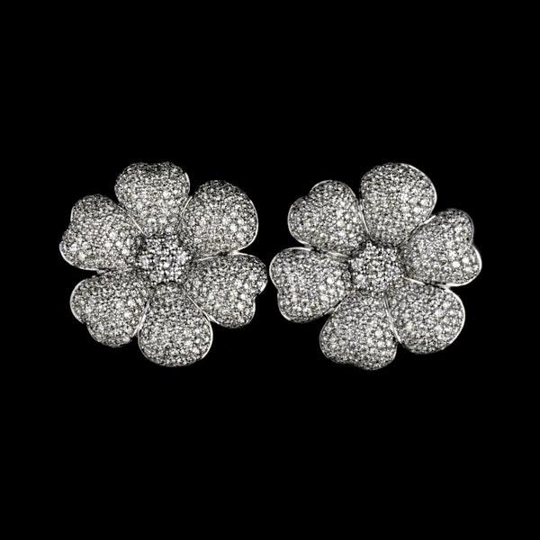 18K white gold 7.60ct Diamond Earrings - image 1
