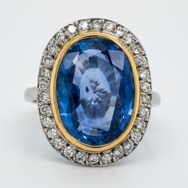 Large natural sapphire and diamond ring - image 3