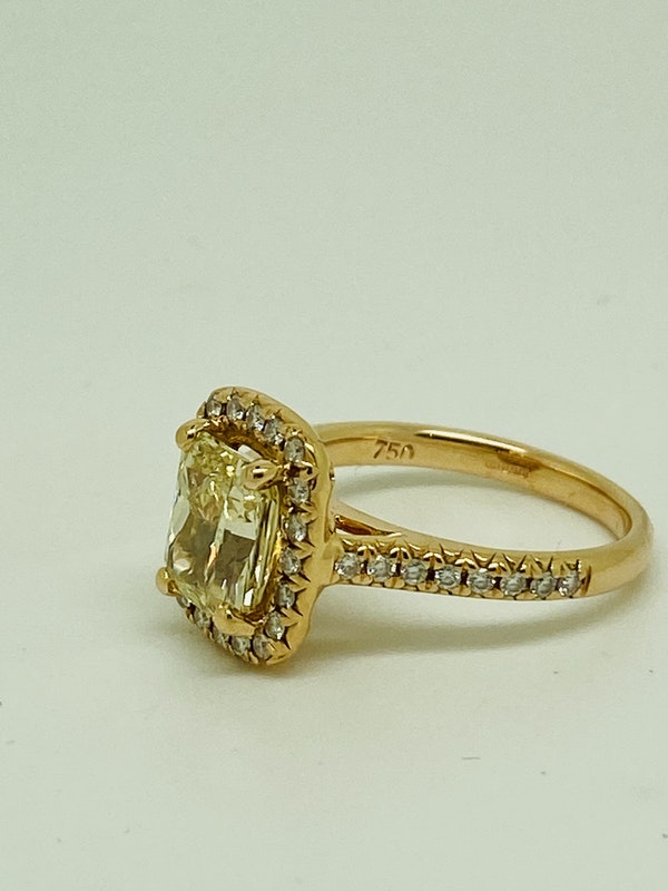18K Yellow Gold 2.22ct  Natural Fancy Yellow Diamond Ring - image 2