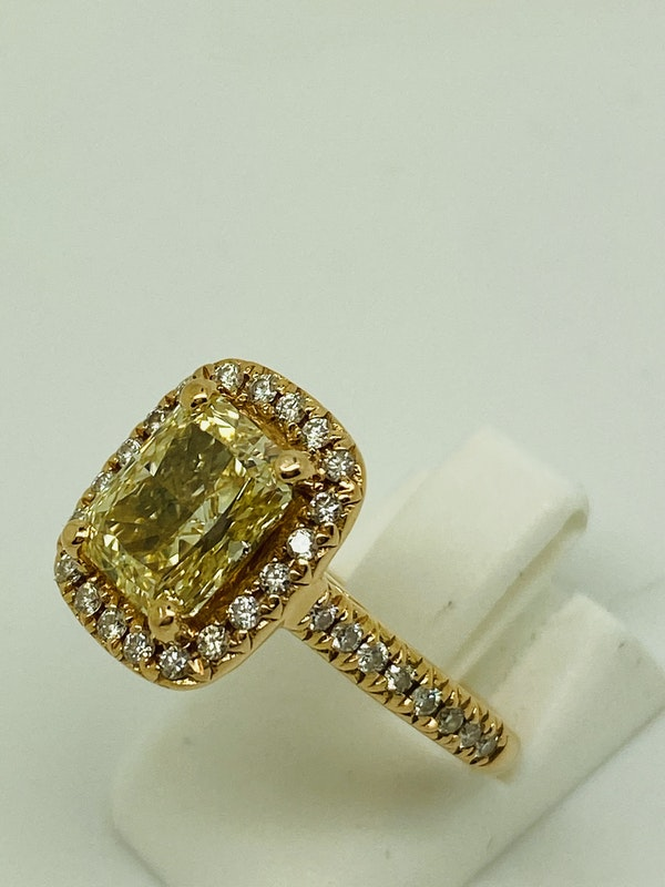 18K Yellow Gold 2.22ct  Natural Fancy Yellow Diamond Ring - image 3