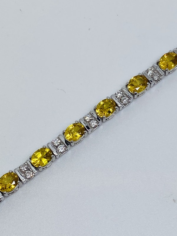 18K Yellow gold, 10.31ct Natural Yellow Sapphire and 1.02ct Diamond Bracelet - image 3