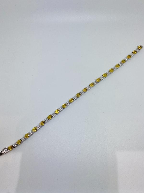 18K Yellow gold, 10.31ct Natural Yellow Sapphire and 1.02ct Diamond Bracelet - image 4