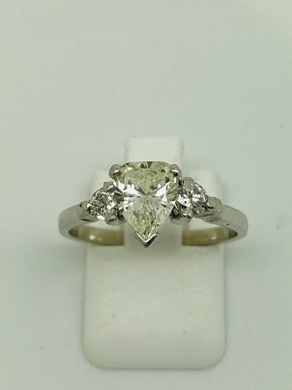 18K white gold, 1.10ct Diamond Engagement Ring - image 3