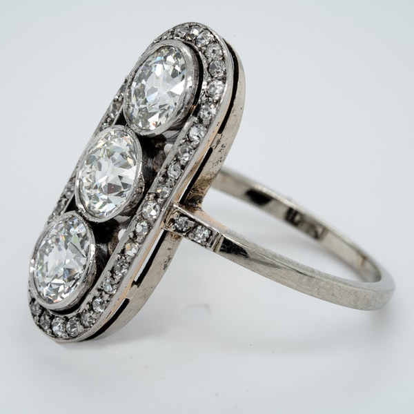 Art deco three stone diamond ring  DBGEMS - image 4