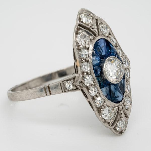art deco sapphire and diamond target engagement ring  DBGEMS - image 2