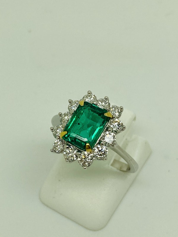 18K white gold 1.92ct Natural Emerald and 0.96ct Diamond Ring - image 4