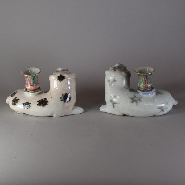 Pair of famille rose pug candlesticks, Jiajing (1796-1820) - image 3