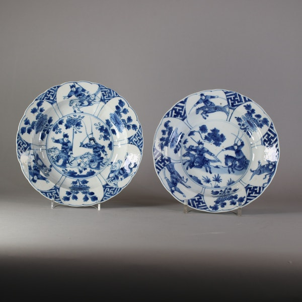 Pair of Chinese small deep blue and white warrior dishes, Kangxi (1662-1722) - image 1