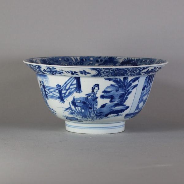 Fine Chinese blue and white 'klapmuts' bowl, Kangxi(1662-1722) - image 3