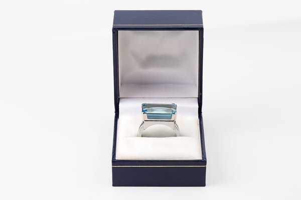 Vintage Natural Colour Aquamarine Ring mounted in White Gold, English dated 1961. - image 4