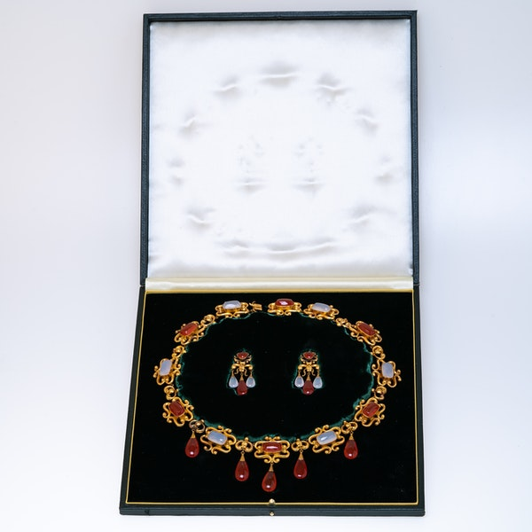 Victorian fine gold and agate suite - image 1