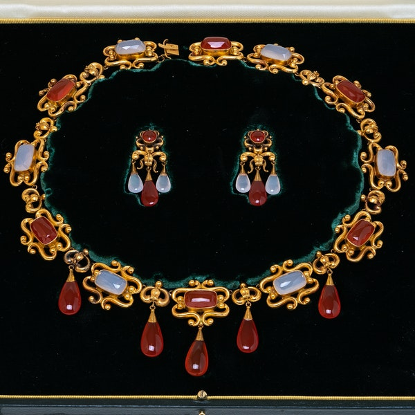 Victorian fine gold and agate suite - image 2