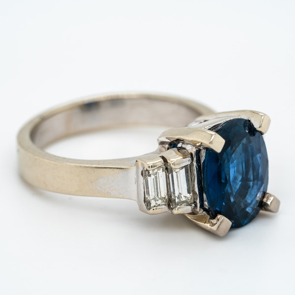 Sapphire and diamond ring - image 2