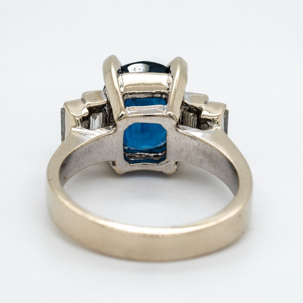 Sapphire and diamond ring - image 4